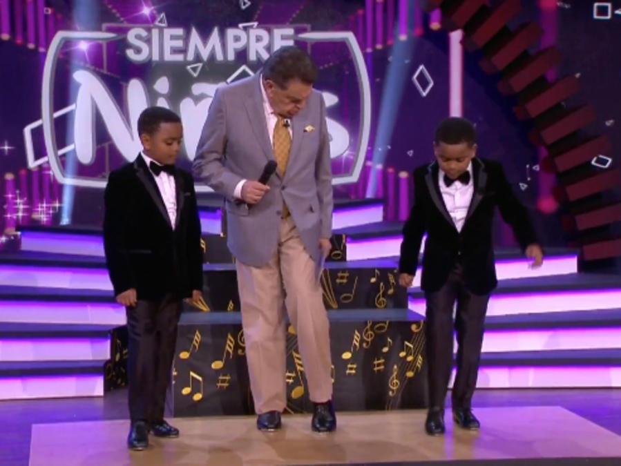 Don Francisco baila tap con los gemelos Freddie y Teddie