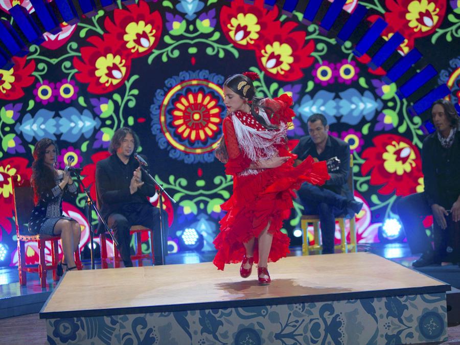 "Claudia ""La Debla"" baila flamenco"