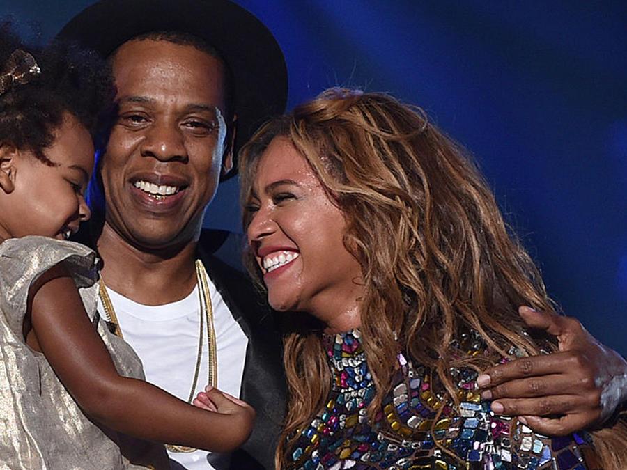Jay Z y Blue Ivy presentan a Beyoncé en los MTV VMA 2014.