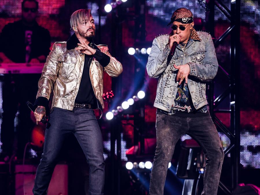 J Balvin y Bad Bunny en los Premios Billboard 2017