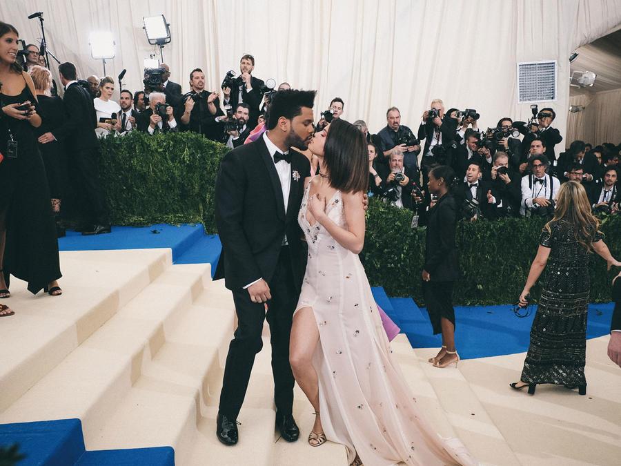 The Weeknd y Selena Gomez en la MET Gala 2017