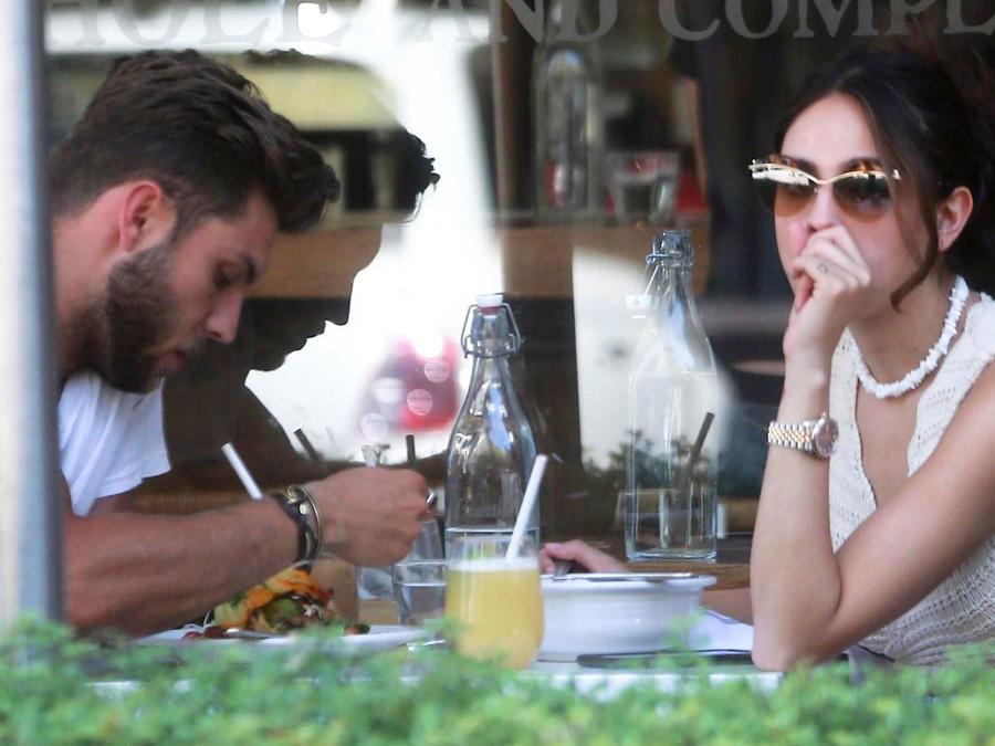 Eiza González disfrutó de sus alimentos en compañía de un misterioso hombre