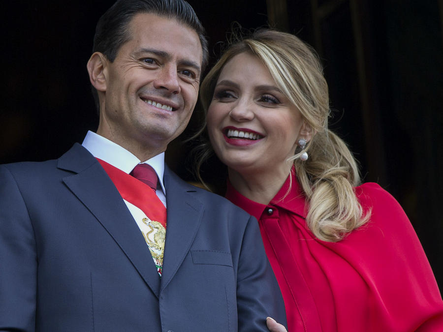 Angélica Rivera y Enrique Peña Nieto en Palacio Nacional en 2016.