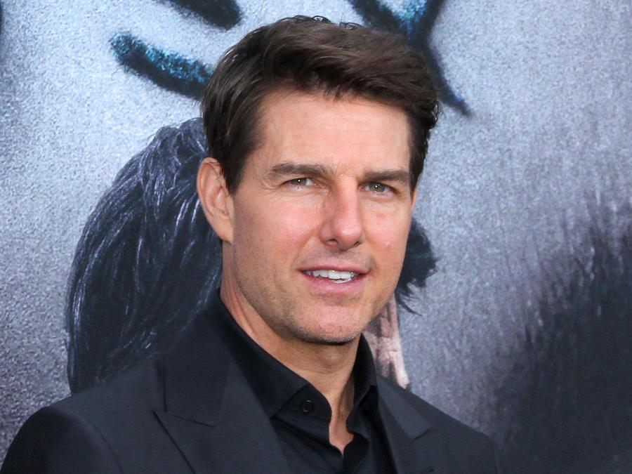 Tom Cruise posando en la alfombra roja
