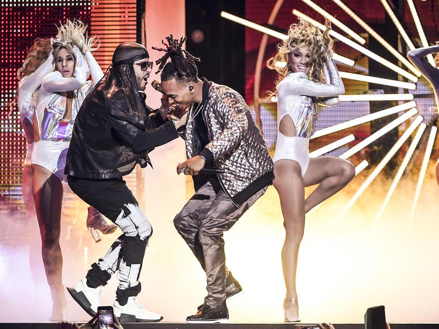 Yandel y Ozuna en Premios Tu Mundo 2017