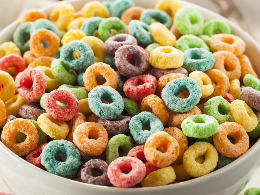 Bol con cereales de colores