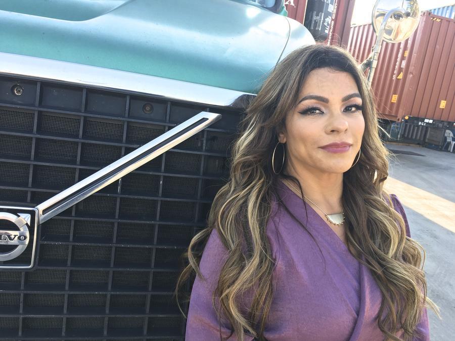 Sandra Sandoval se impuso a los prejuicios, montó su compañía de camiones y ahora hasta se dedica a la música