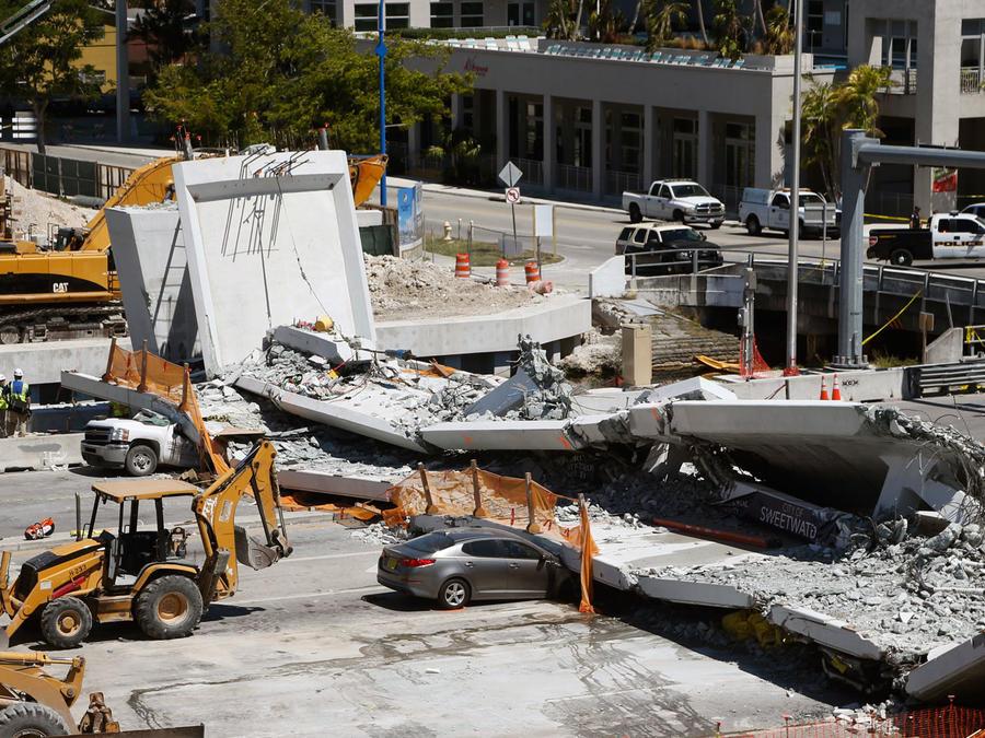 Puente peatonal de la Universidad Internacional de Florida que colapsó el 15 de marzo de 2018. Foto: AP