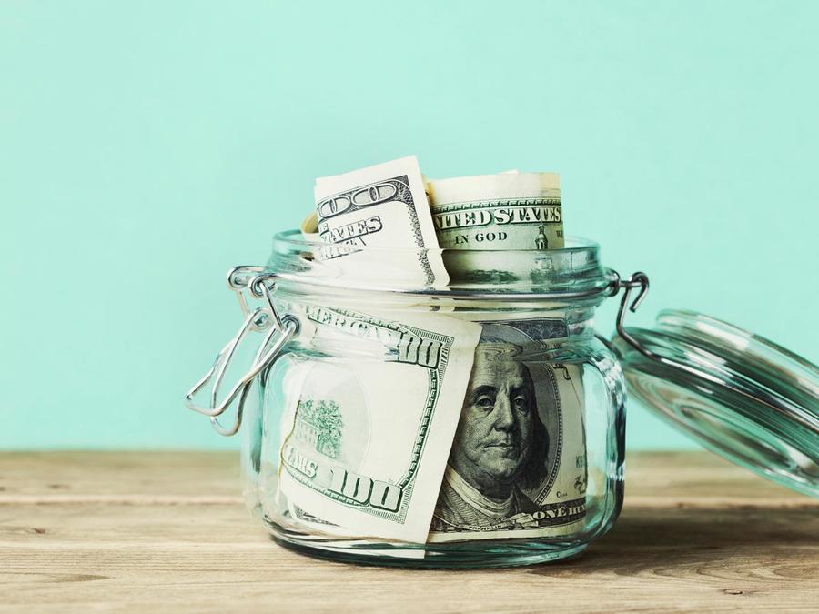 Frasco con dinero