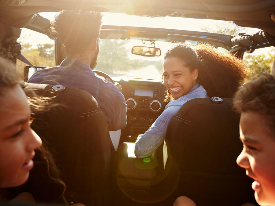 Familia en el coche