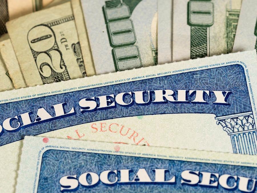 Tarjetas de seguridad social y billetes