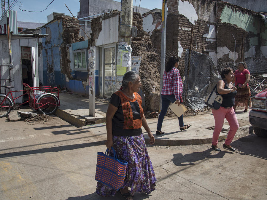 Supervivientes exponen sus cicatrices un año después del sismo en México