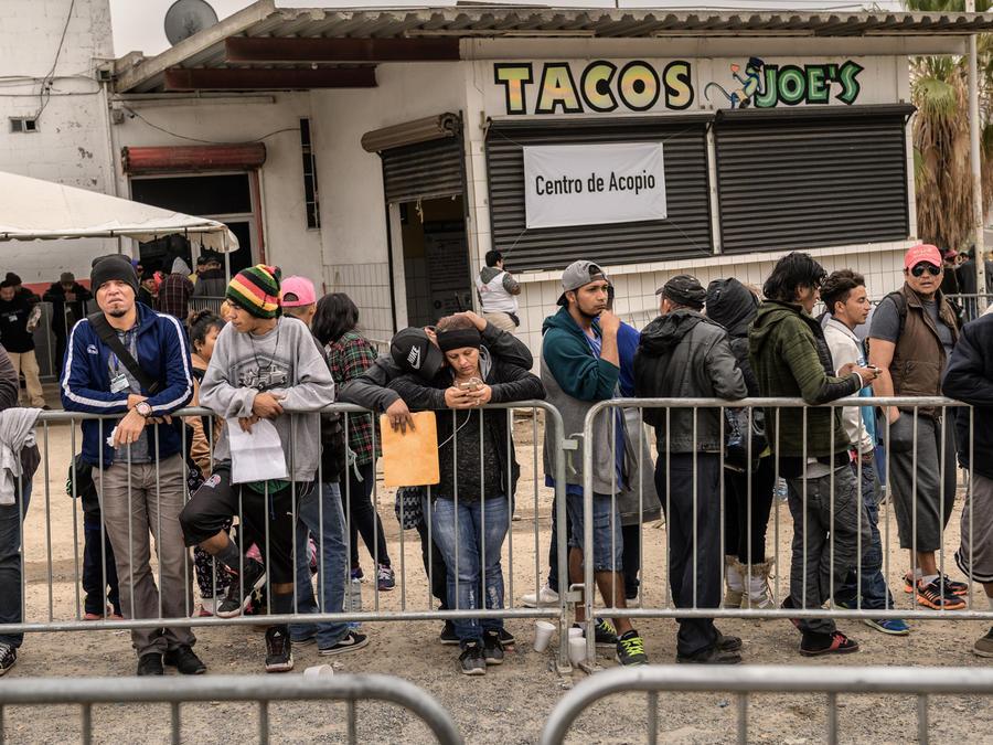 Inmigrantes esperando asilo