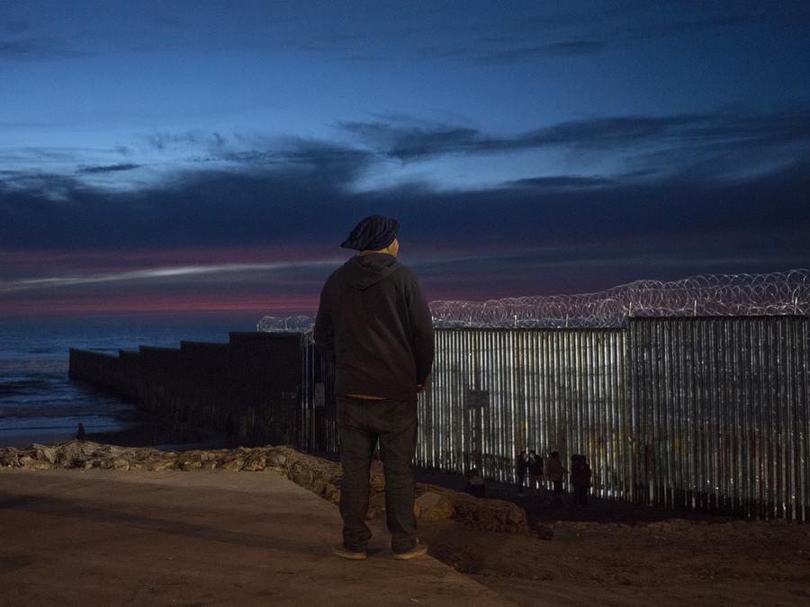 Albert, de 35 años, fue enviado de regreso a México después de solicitar asilo en la frontera de los Estados Unidos y se le pidió que esperara allí para que se escuchara su caso. Alejandro Cossio / para NBC News