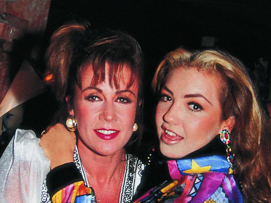 Thalía con Laura Zapata