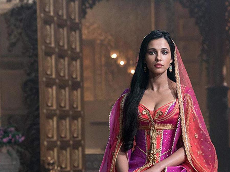 Naomi Scott interpretando a Ariel en Aladdin