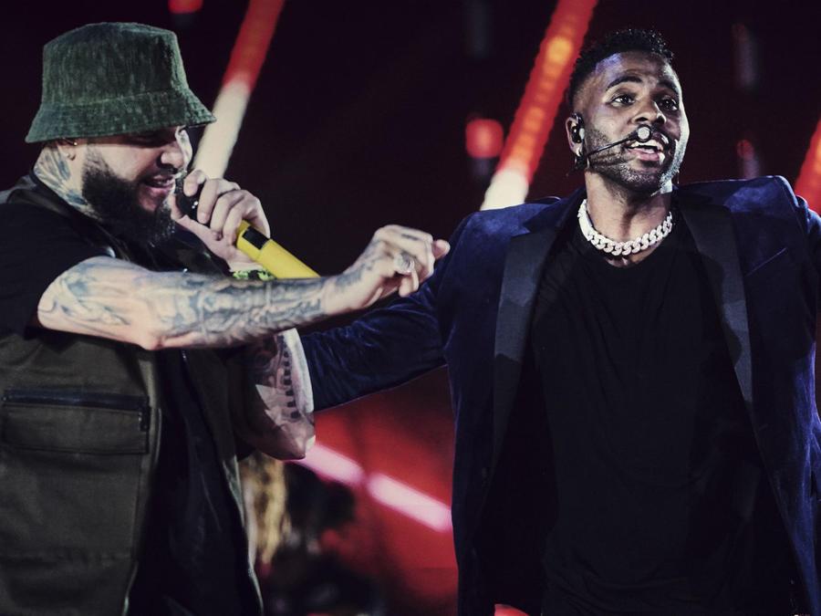 2019 Latin AMAs: Get a Sneak Peek at the Rehearsals Backstage- Farruko, Jason Derulo & More