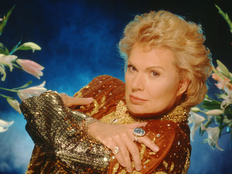 Walter Mercado: Fans Say Farewell to Legendary Astrologer
