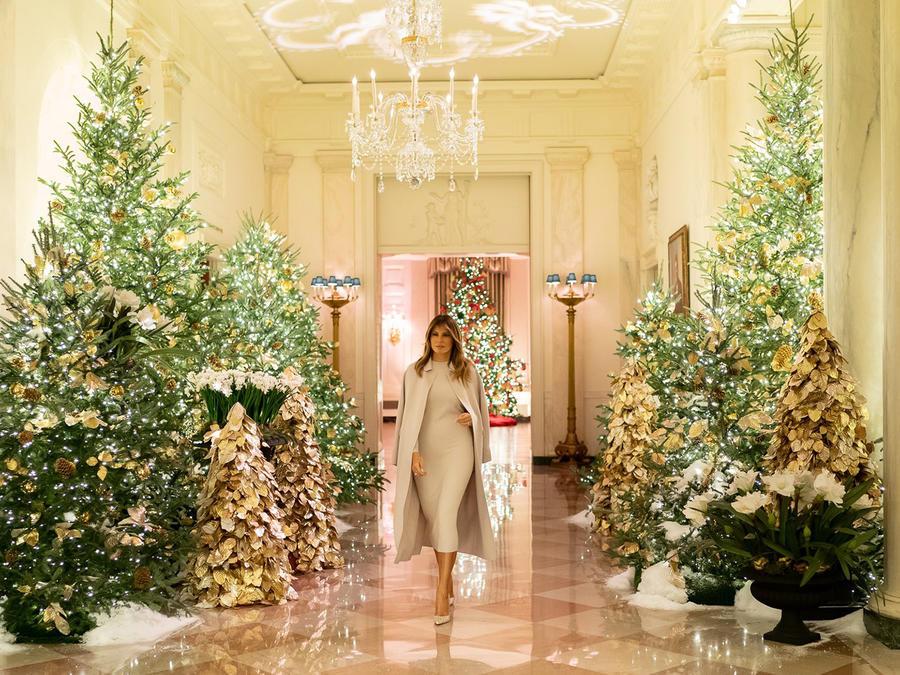 """Melania Trump publicó esta fotografía en su cuenta de Twitter para mostrar sus adornos navideños, que este año 2019 se enmarcan bajo la temática """"El espíritu de América""""."""