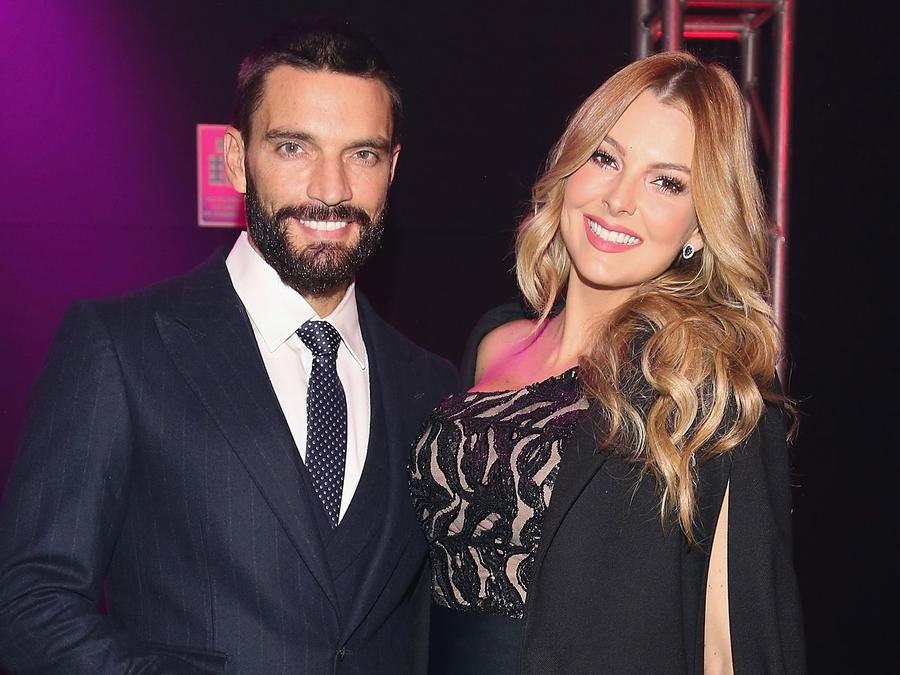 Julián Gil y Marjorie de Sousa