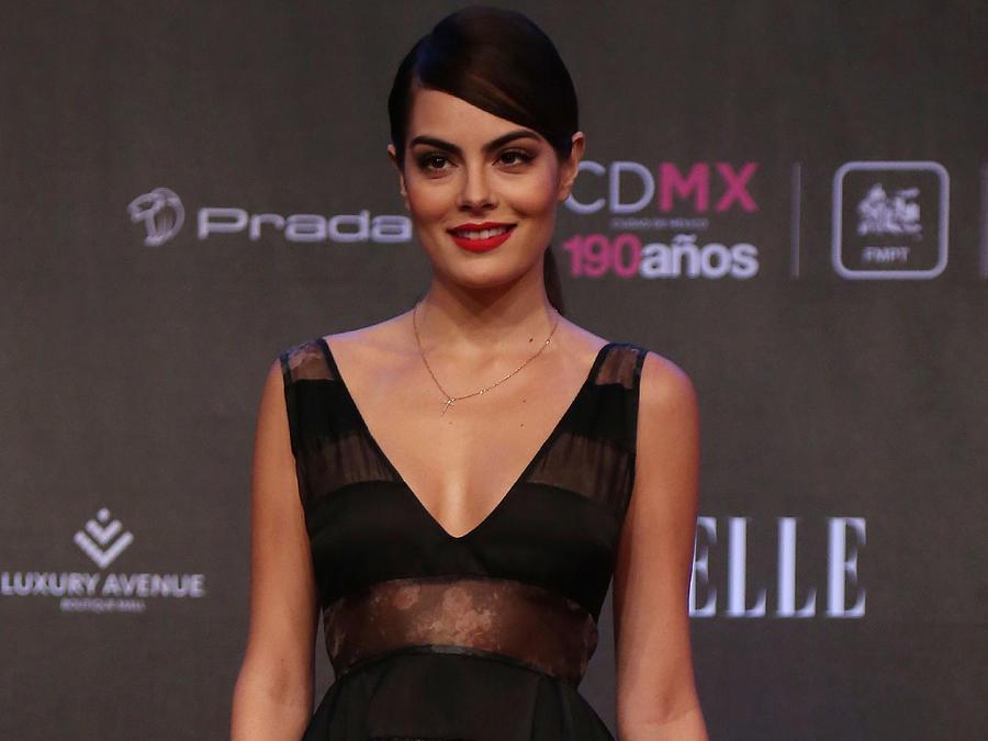 Ximena Navarrete en una alfombra roja en México