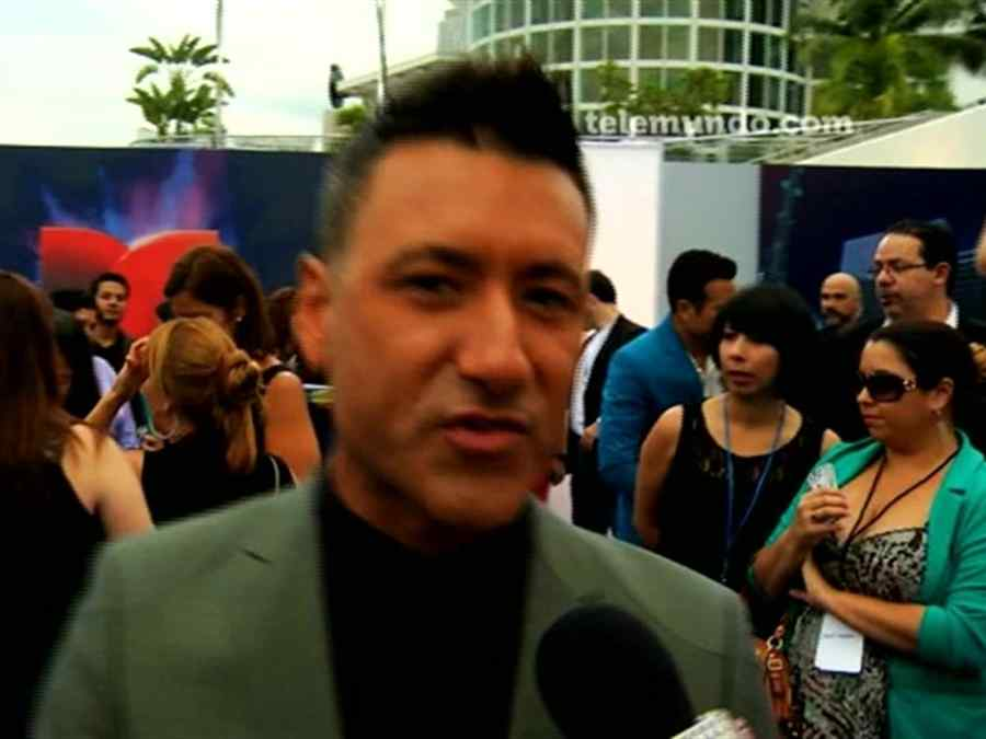 Jorge Bernal en alfombra azul de Premios Tu Mundo 2013