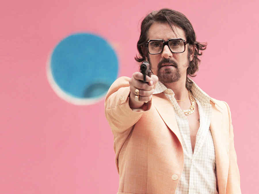 Miguel Varoni, Leandro Quezada, apuntando un arma, Dueños del Paraíso