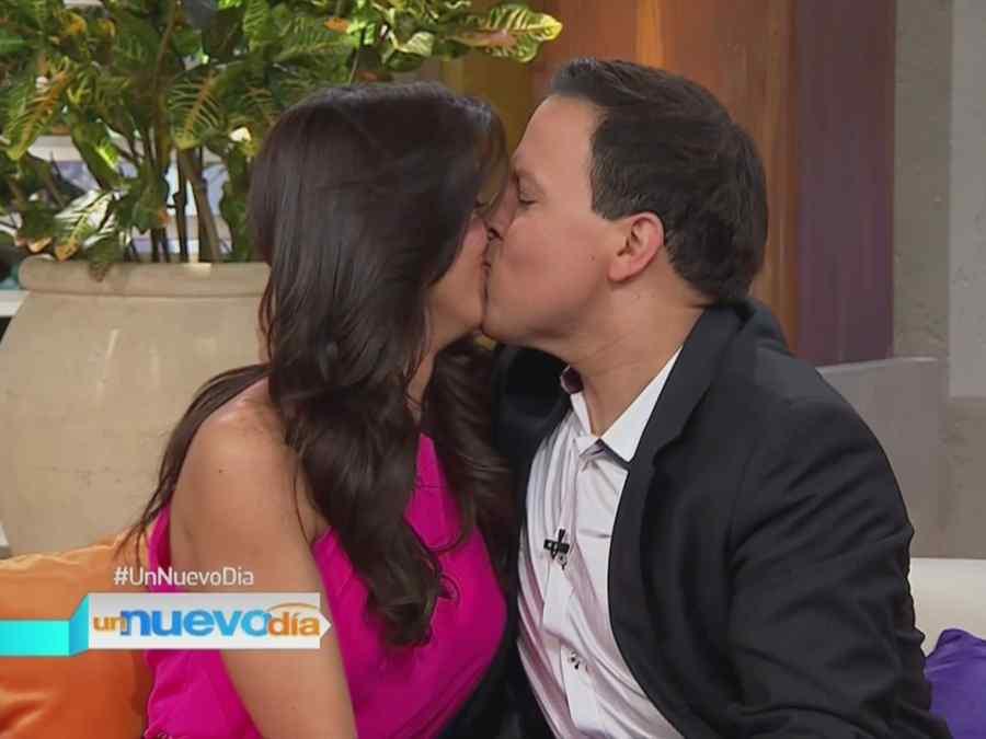 Raúl González besa a Erika Csiszer
