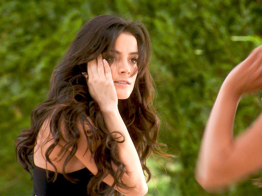 Daniela Navarro recibiendo una cachetada en Tierra de Reyes