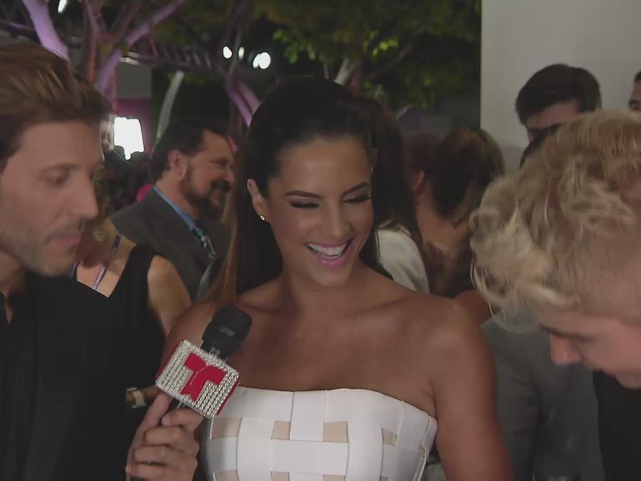 Gaby Espino en entrevista en la alfombra azul de Premios Tu Mundo 2015