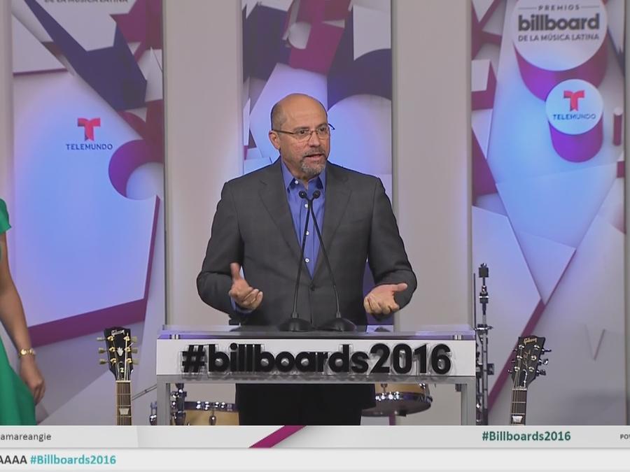 Tony Mojena en la conferencia de prensa de los Premios Billboard 2016
