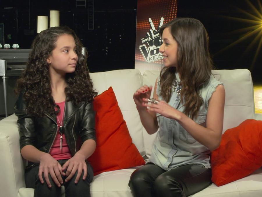 Manuela en entrevista con Caeli para La Voz Kids