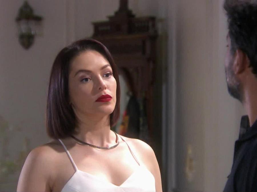 Erika de la Rosa molesta porque compraron su casa en Eva la Trailera