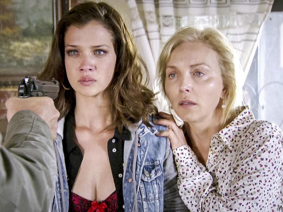 Carolina Miranda, Laura Flores, llorando, Señora Acero 3, La Coyote