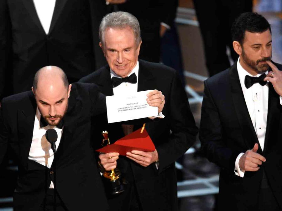Warren Beatty and jimmy Kimmel at the Oscars