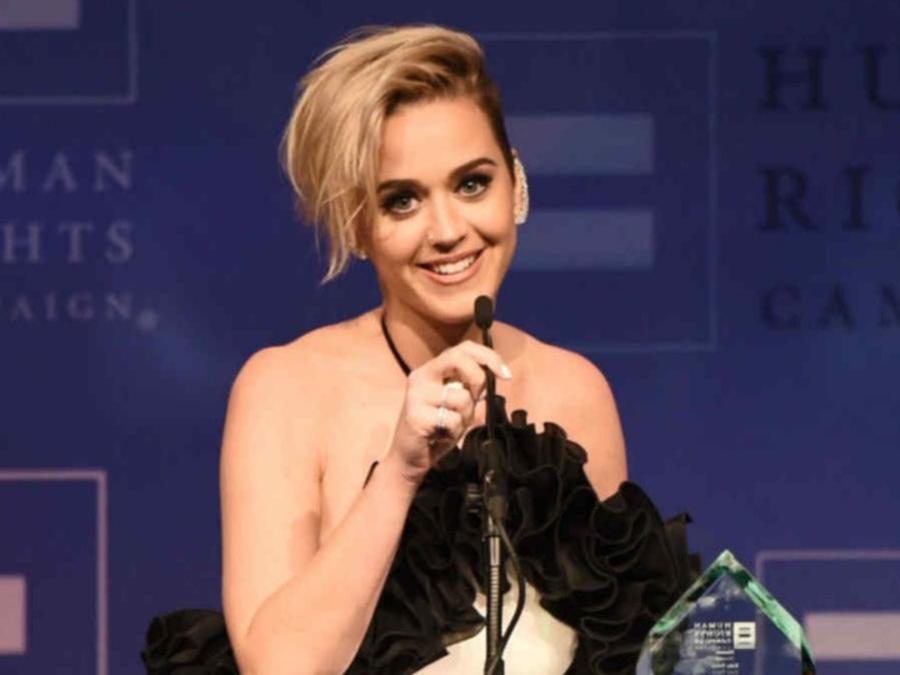 Katy Perry confesó que hizo más que besar a una chica