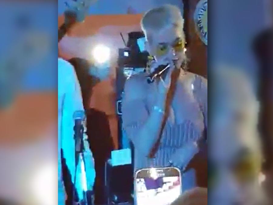 Katy Perry baila y canta en Italia