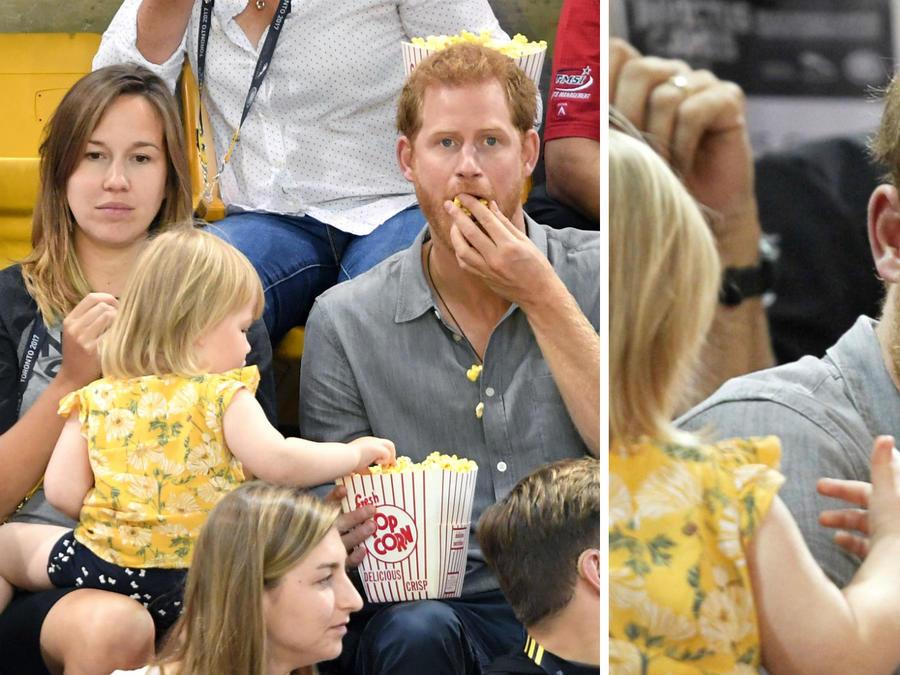 Príncipe Harry y una niña comiendo palomitas