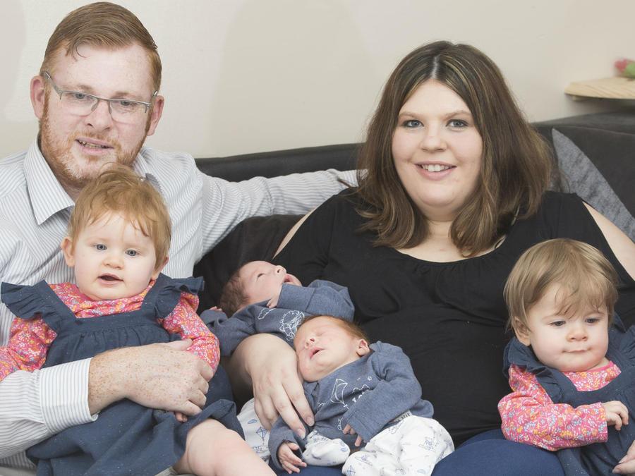 Familia Kay con sus dobles gemelos