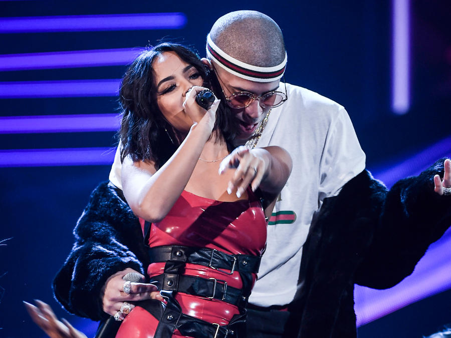 Becky G and Bad Bunny Latin AMAs 2017