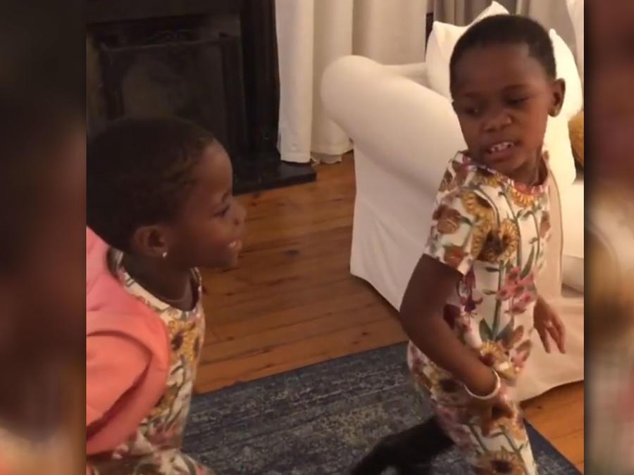 Estere y Estelle, las hijas de Madonna, bailando