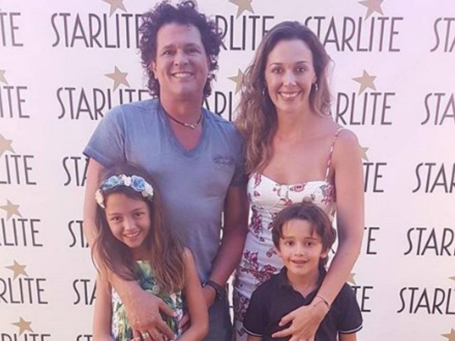 Carlos Vives con toda su familia
