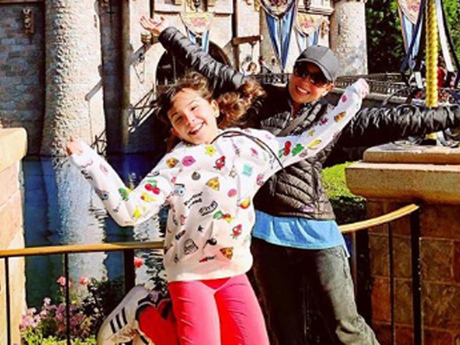 Thalía y su hija en Disney