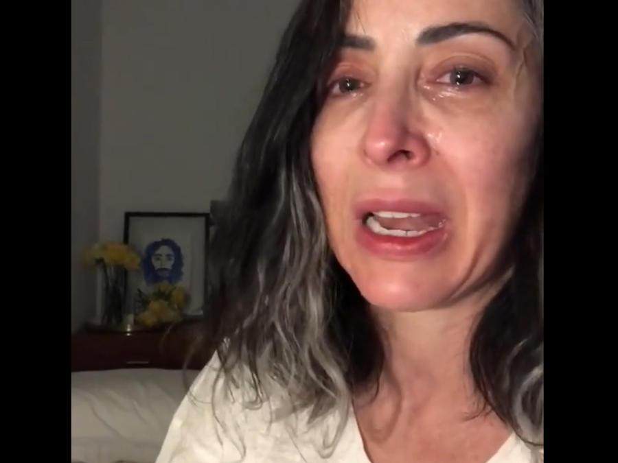 Adriana Lavat llorando