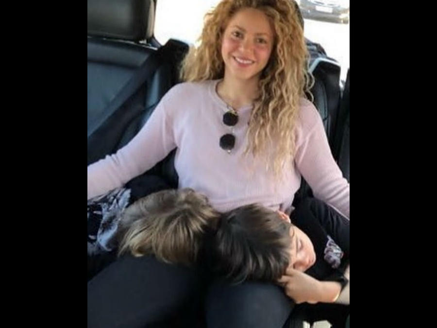 Shakira con sus hijos