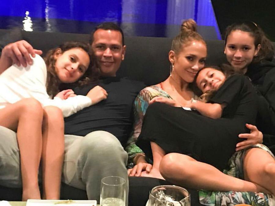 Jennifer Lopez y Alex Rodriguez con sus hijas