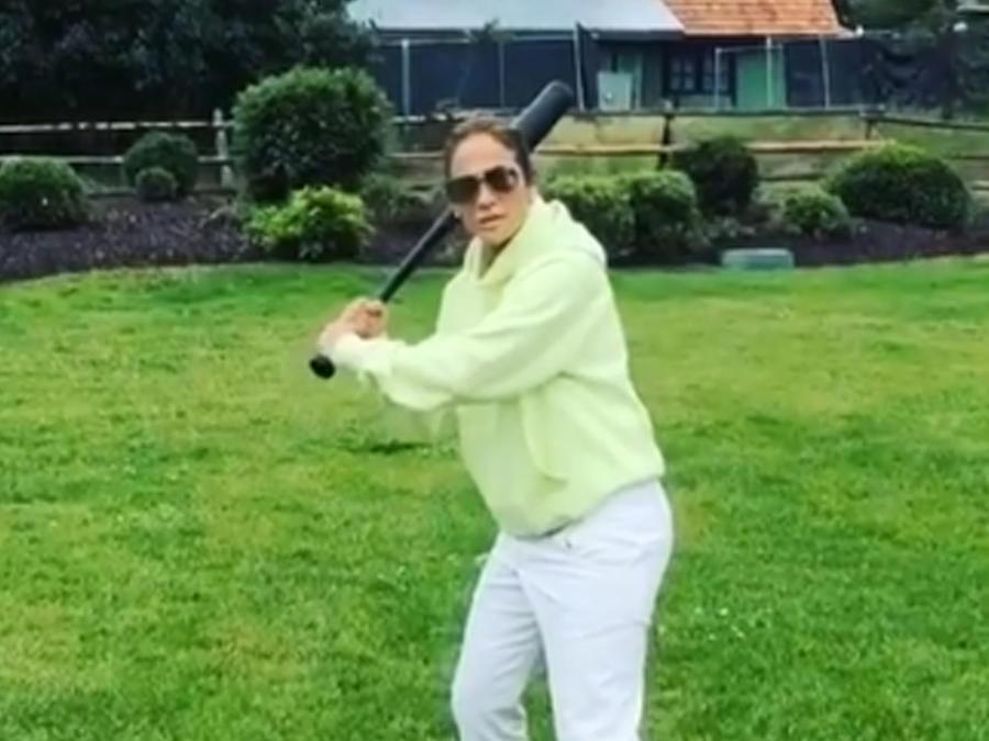 Jennifer Lopez es muy buena jugando béisbol