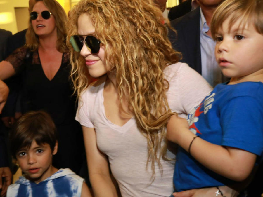 Shakira con sus hijos en Líbano