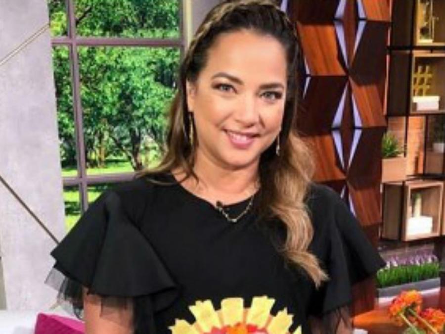 Adamari López en el set de Un Nuevo Día