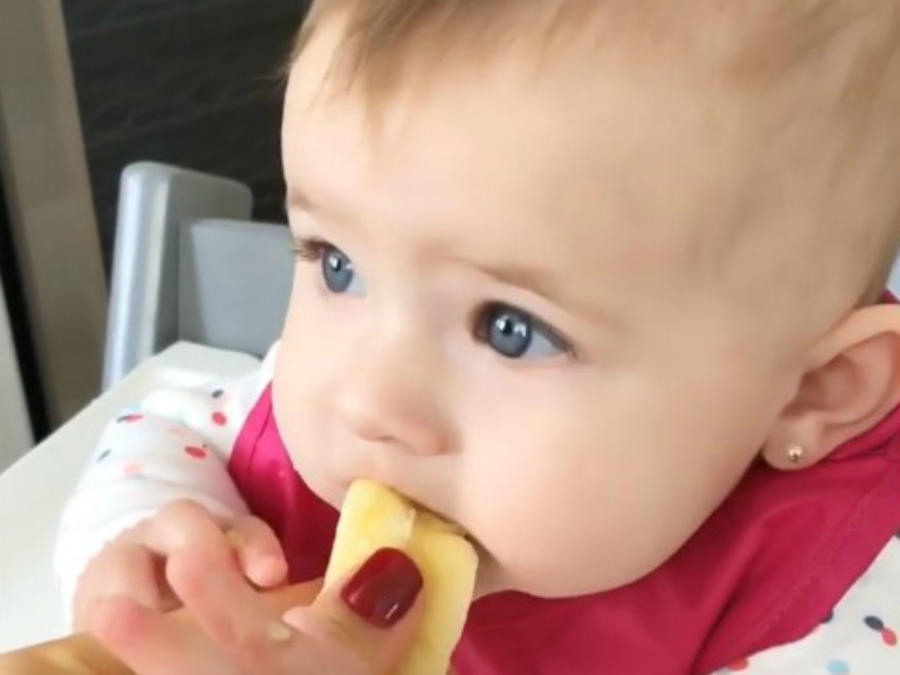 Luna comiendo